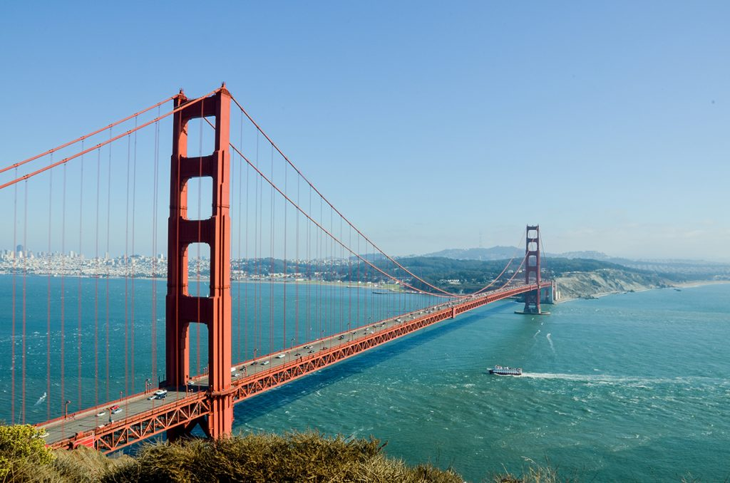 The Golden Gate Bridge in San Francisco, California #goldengatebridge #goldengatebridgesanfrancisco #goldengatebridgeforkids #fulltimetravelwithkids #goldengatebridgewithkids #sanfranciscogoldengatebridge #bestviewofthegoldengatebridge #travellingwithkids #sanfranciscogoldengatebridgetravelguide