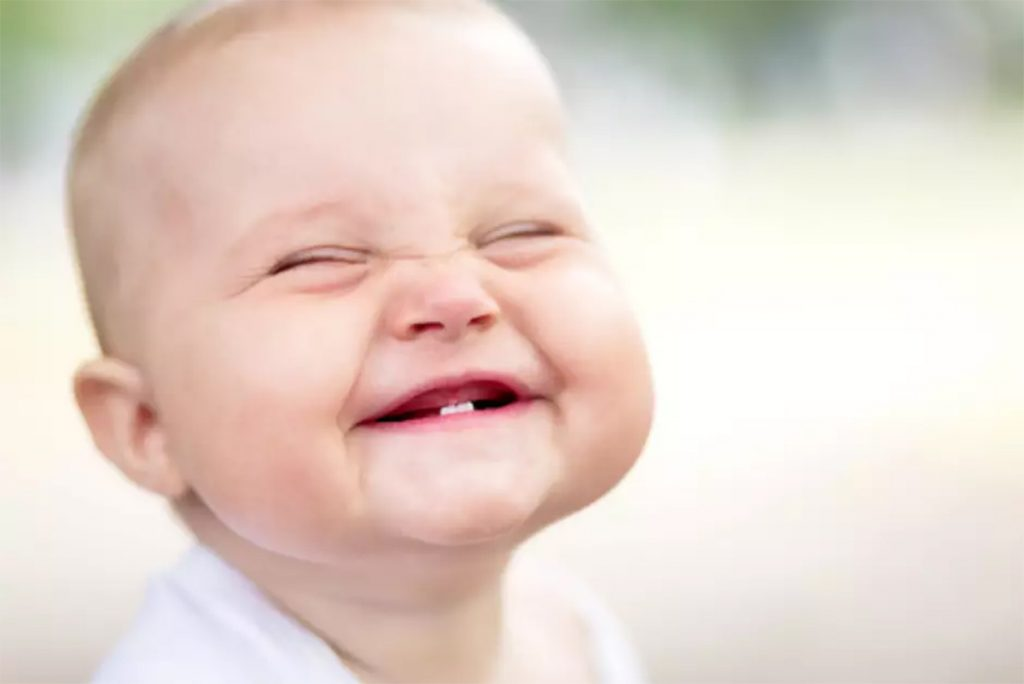 How to Brush Your Baby's Teeth & Clean Their Gums.  #howtobrushababy'steeth #howtobrushbabyteeth #brushingbabyteeth #howtogetatoddlertobrushhisteeth #howtobrushachild'steeth #howtobrushababy'steethwithoutafight