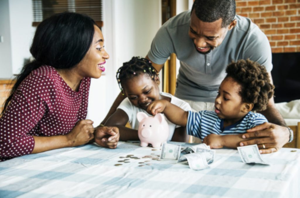 How to teach your kids about money at every age? Check out these great tips for parents to educate children on personal finance.  #teachingaboutmoney #teachingchildrenaboutmoney #teachingkidsaboutfinances