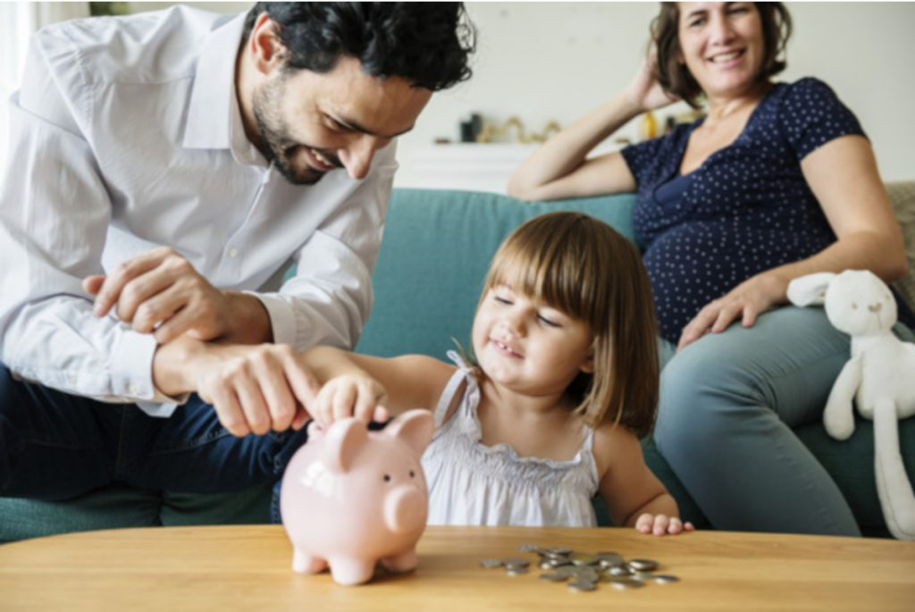 Ideas to help teach your kids about money and financial literacy. Training your child to become financially responsible.  #teachingkidsaboutmoney #howtoteachkidsaboutmoney #teachkidsaboutmoney #howtoteachyourkidsaboutmoney