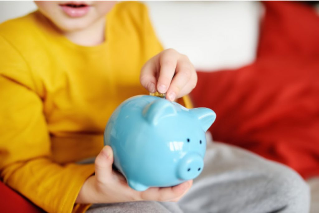 Raise financially successful kids. Everything Your Child Needs to Know About Money. Make sure your kids don't miss out on these important lessons.  #teachingkidsaboutmoney #howtoteachkidsaboutmoney #teachkidsaboutmoney #howtoteachyourkidsaboutmoney #teachingyourkidsaboutmoney #teachkidsmoney #teachingkidsaboutmoneyandbusiness #howdoistartteachingmykidsaboutmoney? #teachingaboutmoney #teachingchildrenaboutmoney #teachingkidsaboutfinances