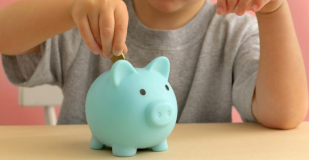 How to set up your kids up for financial success? Teaching kids about money is a life skill that will benefit them for the rest of their lives.  #teachingyourkidsaboutmoney #teachkidsmoney #teachingkidsaboutmoneyandbusiness #howdoistartteachingmykidsaboutmoney?